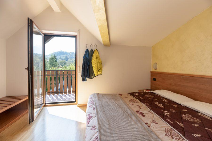 stanza da letto con balcone vista Brenta